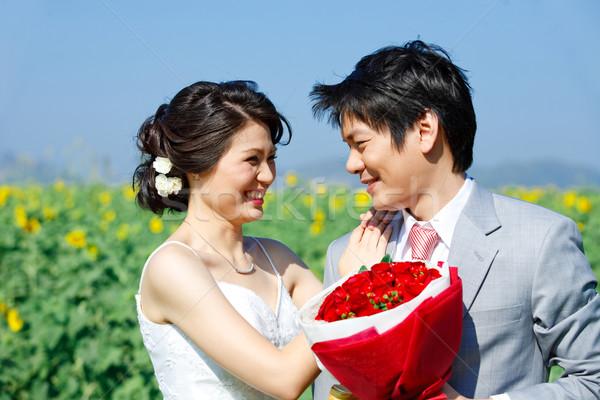 Portrait mariée marié autre tournesol domaine Photo stock © vichie81