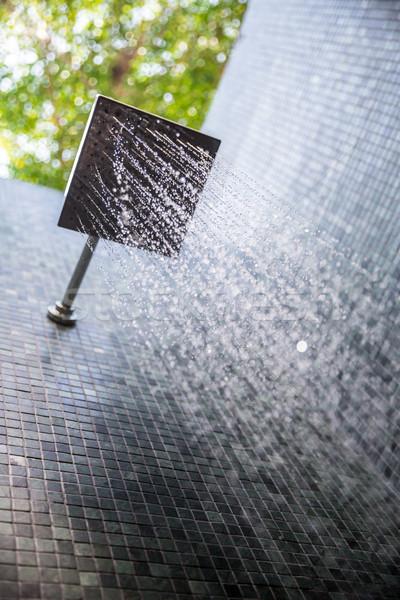 Eső zuhany szabadtér víz háttér fut Stock fotó © vichie81