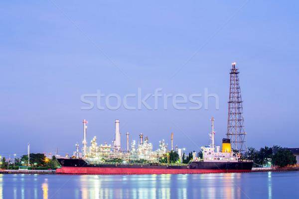 Refinería de petróleo planta paisaje río tecnología industria Foto stock © vichie81