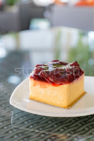 Strawberry cheesecake beyaz plaka gıda meyve arka plan Stok fotoğraf © vichie81