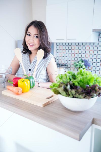 Fiatal nő áll konyhapult portré gyönyörű nyugodt Stock fotó © vichie81