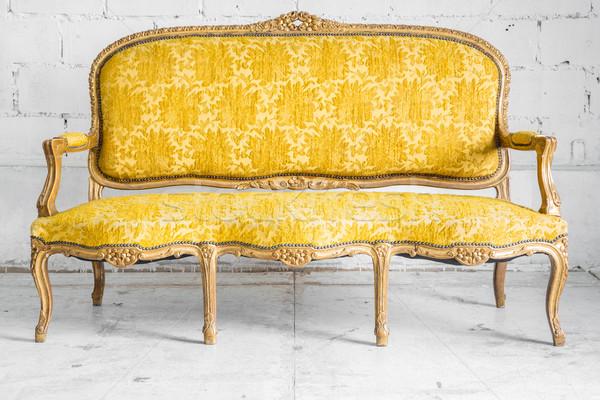 żółty retro sofa klasyczny stylu fotel Zdjęcia stock © vichie81