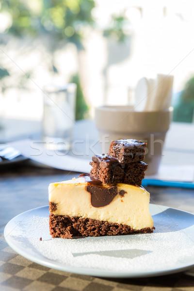 Bolo de chocolate doce glacê bolo escuro branco Foto stock © vichie81