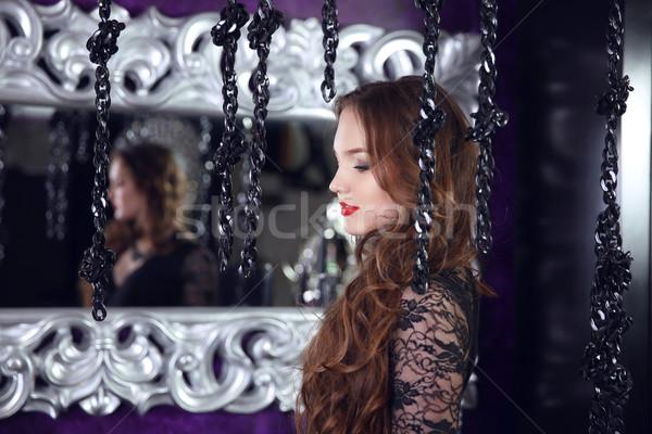 Mooie brunette vrouw spiegel zilver barok Stockfoto © Victoria_Andreas