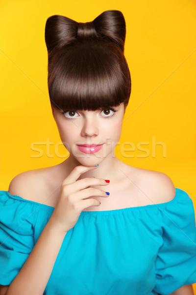Maquillaje manicura hermosa sonriendo muchacha adolescente arco Foto stock © Victoria_Andreas