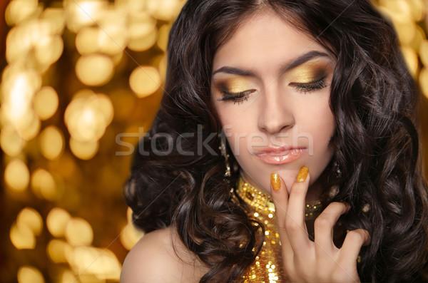 Moda esmer kız uzun kıvırcık saçlı güzellik Stok fotoğraf © Victoria_Andreas