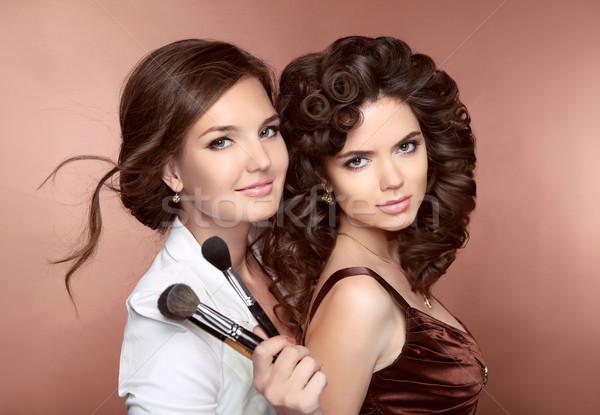 Stockfoto: Haren · mooie · twee · brunette · glimlachend · meisjes
