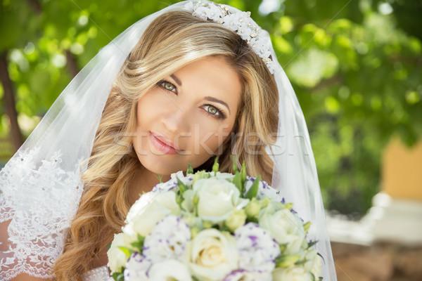 Gyönyörű menyasszony esküvői csokor virágok kint zöld Stock fotó © Victoria_Andreas