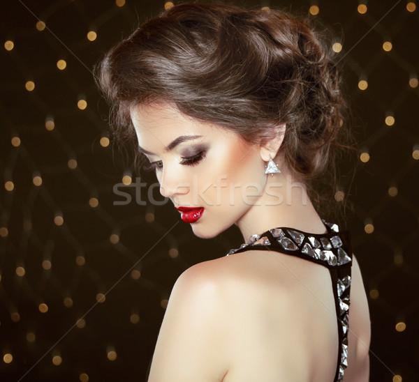 Mode brunette model portret sieraden kapsel Stockfoto © Victoria_Andreas