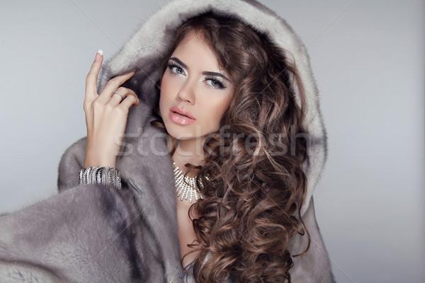 Photo stock: Cheveux · longs · luxe · belle · manteau · de · fourrure · longtemps