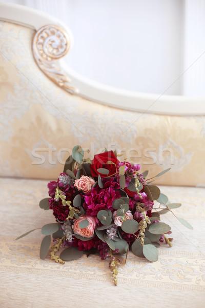 Esküvői csokor virágok modern kanapé nő férfi Stock fotó © Victoria_Andreas