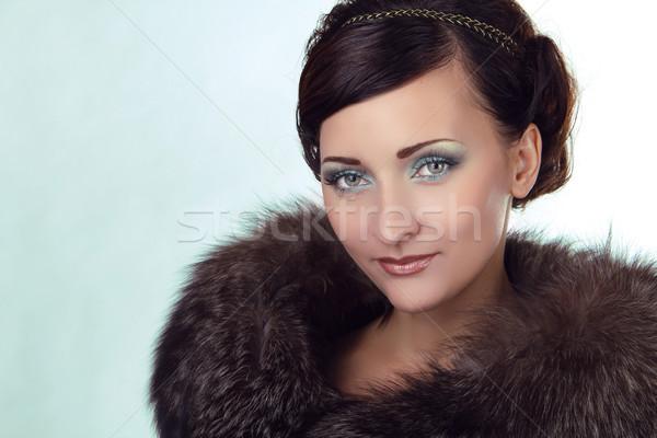 ストックフォト: 肖像 · かわいい · 女性 · 青い目 · 毛皮のコート · 顔