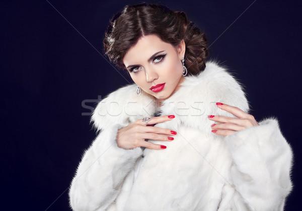 Kış moda kadın kürk zarif esmer Stok fotoğraf © Victoria_Andreas