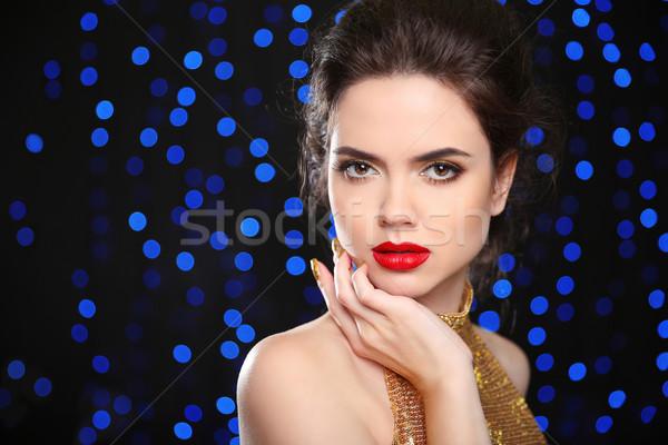 Gyönyörű barna hajú nő modell piros ajkak elegáns Stock fotó © Victoria_Andreas