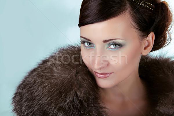 Mujer ojos azules invierno nina lujo abrigo de piel Foto stock © Victoria_Andreas