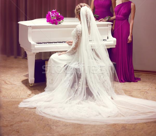 Hermosa novia vestido de novia moda elegante nina Foto stock © Victoria_Andreas