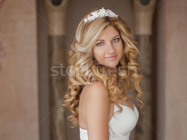 Morgen Porträt schönen Braut Hochzeitskleid Hochzeit Stock foto © Victoria_Andreas
