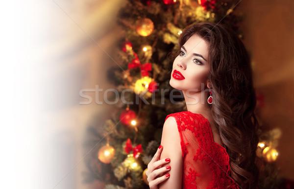 Karácsony gyönyörű mosolyog barna hajú nő portré piros ajkak Stock fotó © Victoria_Andreas