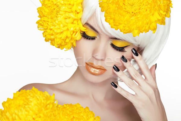 Piękna blond kobiet portret żółte kwiaty piękna Zdjęcia stock © Victoria_Andreas