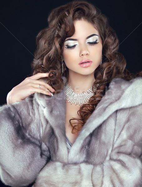 Beleza moda modelo mulher casaco de pele inverno Foto stock © Victoria_Andreas