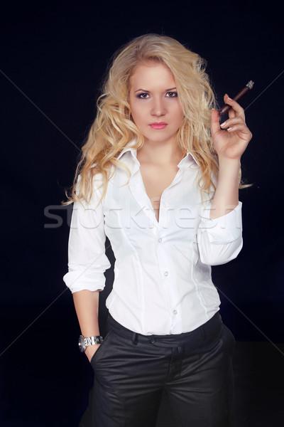 Сток-фото: женщину · сигару · дым · темно · мужчин · стиль