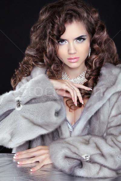 Güzel moda esmer kız kürk yalıtılmış Stok fotoğraf © Victoria_Andreas