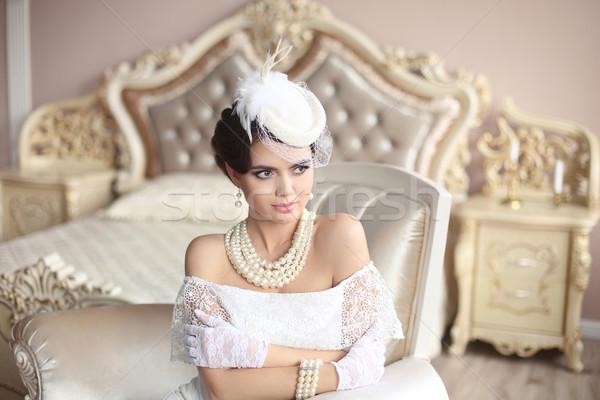 Retro elegant bruneta doamnă pălărie Imagine de stoc © Victoria_Andreas