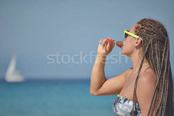 Ragazza mangiare gelato mare Ocean bella ragazza Foto d'archivio © vilevi