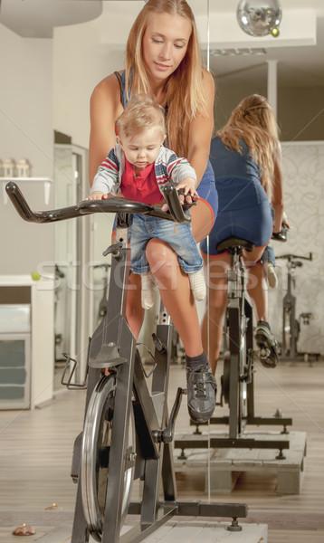 Anya tanít baba biciklizik aktív család Stock fotó © vilevi