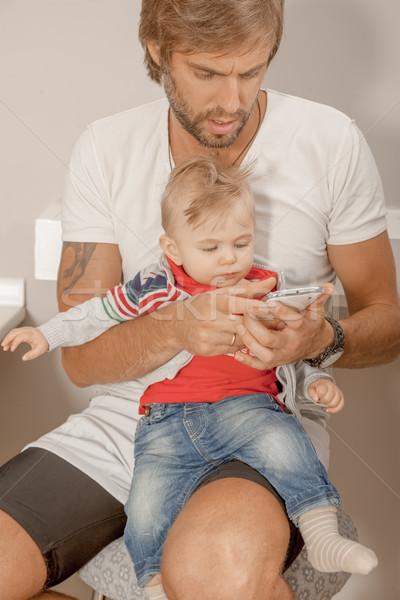 Foto stock: Filho · pai · bebê · telefone · jovem · pai