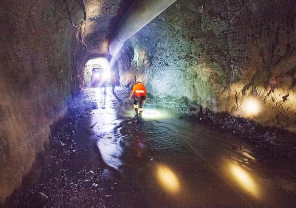 地下 鉱山 作業 サイト マイニング トンネル ストックフォト © vilevi