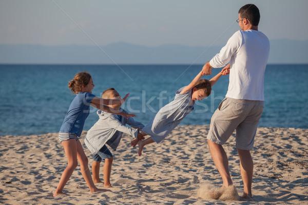 Mannelijke spelen kinderen carrousel drie Stockfoto © vilevi