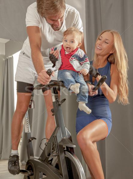 Família cuidar bebê amor ciclismo jovem Foto stock © vilevi