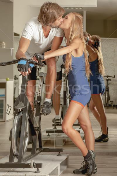 öpücük çift bisiklete binme genç güzel öpüşme Stok fotoğraf © vilevi