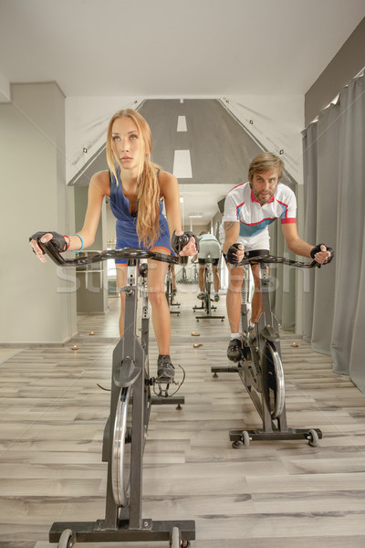 Foto stock: Ciclismo · ginásio · mulher · sexy · homem · jovem · belo