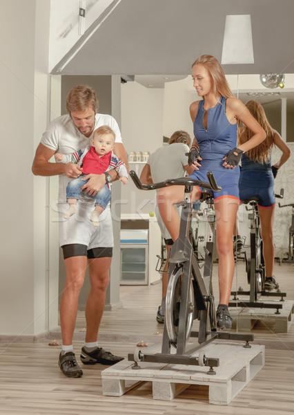 Család baba biciklizik fiatal gyönyörű anya Stock fotó © vilevi