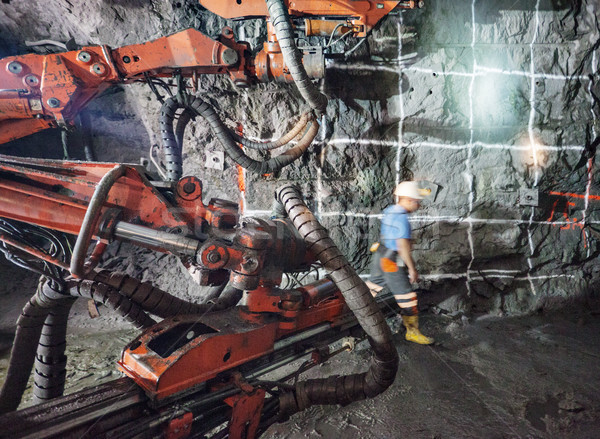 Podziemnych wydobycie maszyny głęboko pracownika skał Zdjęcia stock © vilevi