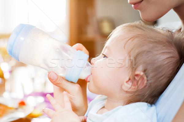 Foto stock: Bebê · menino · comida · mãe · leite · chupeta