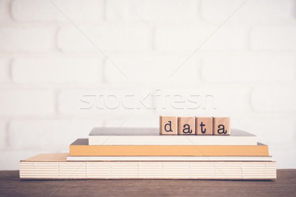 Mot données espace de copie alphabet bois cubes Photo stock © vinnstock