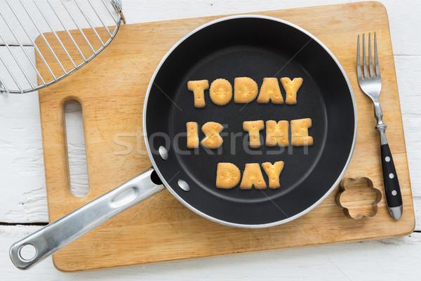 Kurabiye bisküvi aktarmak bugün gün tava Stok fotoğraf © vinnstock