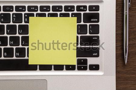 Sarı boş kağıt dikkat laptop klavye notepad kalem Stok fotoğraf © vinnstock