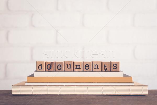 Mot documents alphabet bois cubes Photo stock © vinnstock