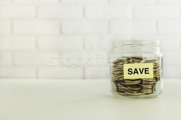 Iş stratejileri tasarruf sarı kurtarmak etiket Stok fotoğraf © vinnstock