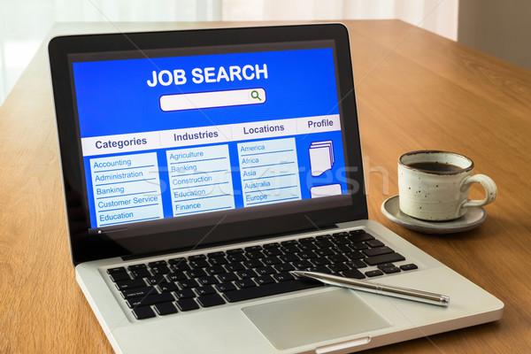 Dizüstü bilgisayar kullanıcı arayüz çevrimiçi iş arama göstermek Stok fotoğraf © vinnstock