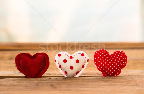 Piros aranyos szívek kézzel készített fa felület Stock fotó © vinnstock