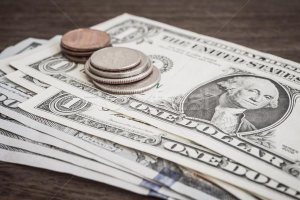 Valuta érmék bankjegyek pénz dollár közelkép Stock fotó © vinnstock