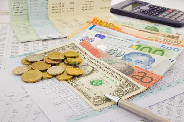 Мир валюта бумаги деньги счет Сток-фото © vinnstock