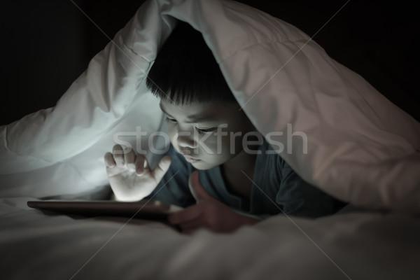 Criança comprimido cobertor asiático menino tela Foto stock © vinnstock