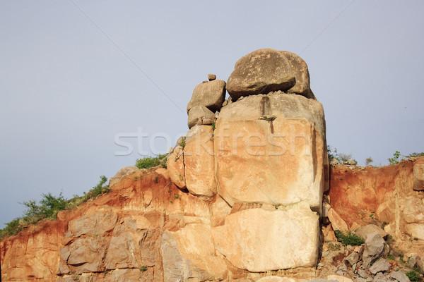 Homem vs natureza formação rochosa erosão paisagem Foto stock © vinodpillai
