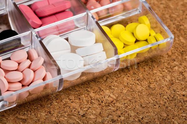 Különböző tabletták műanyag tároló dugó orvosi doboz Stock fotó © viperfzk